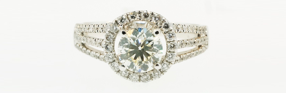 18Ct White Gold Diamond Solitaire & Accents Ring