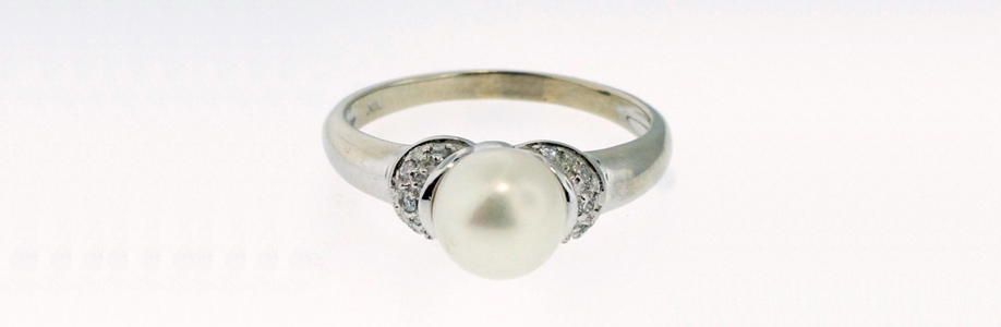 9ct White Gold Pearl Solitaire Diamond Ring