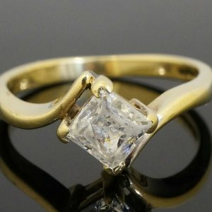 9Ct-Yellow-Gold-Princess-Cut-Simulated-Diamond-Solitaire-Ring-Size-L-12-272305171516